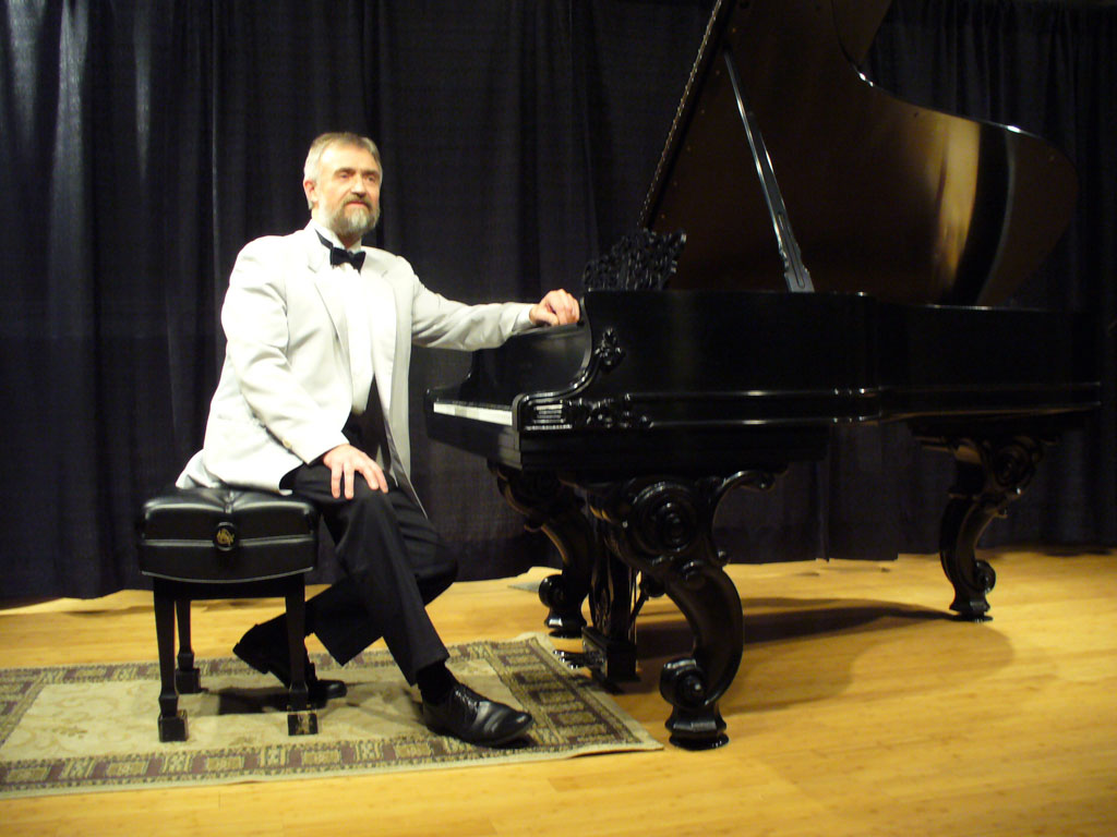 piano-instructor-evgeny-chernonog